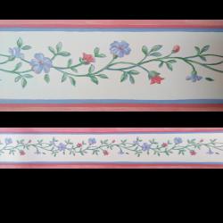 Cenefa semi-adhesiva de fondo blanco con estampado floral en tonos verdes, azules y rosas